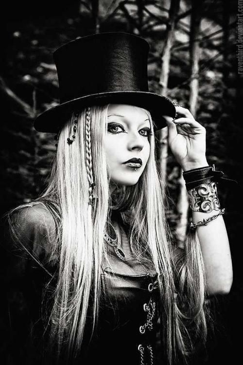 17eeb0d1d Pretty woman with an awesome top hat | Fashion and Style in 2019 ...
