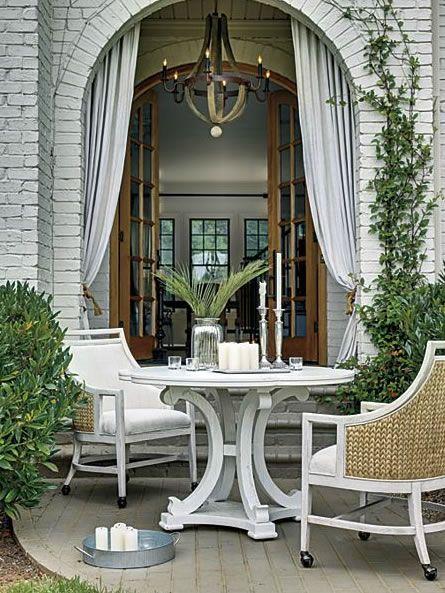 Weiße Gartenmöbel