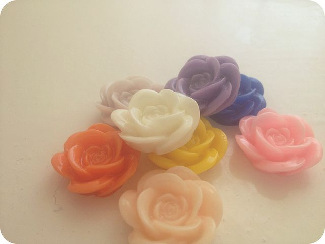 plastic roses find on ebay rose cabochons 30 at a time (£1.50 plus £1 p)