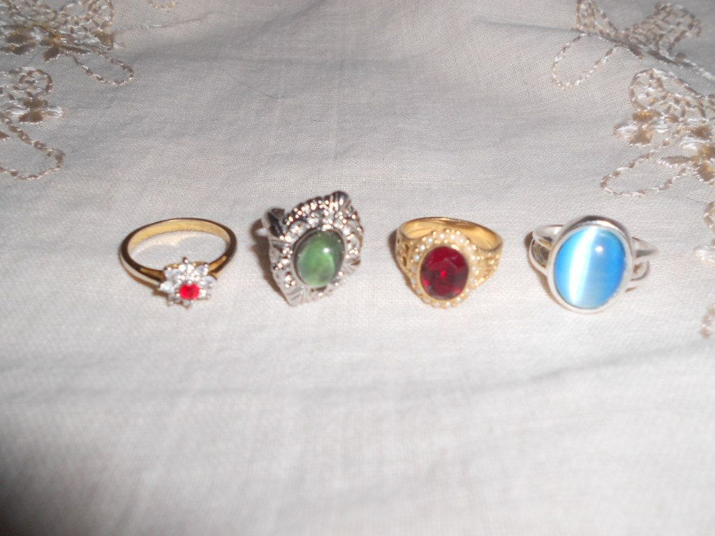 PRETTY COSTUME RING Lot 4 costume rings Retro by vintagebyrudi, $8.99