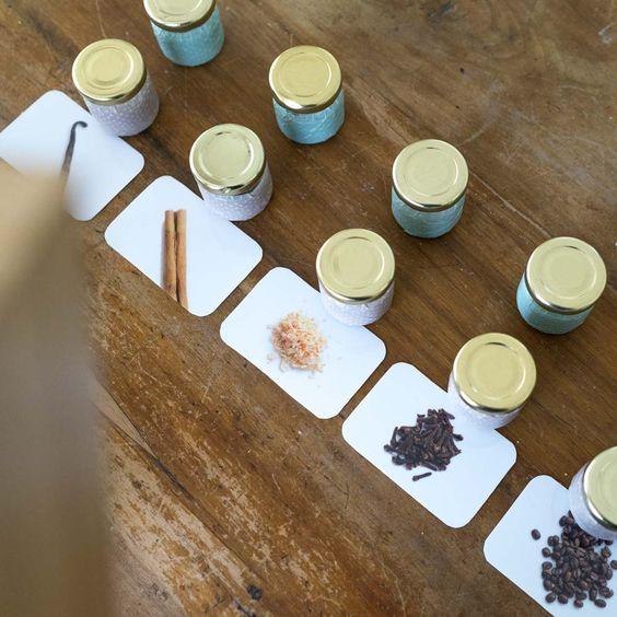 Geruchsdosen nach Montessori (Inkl. Druckvorlagen zum Download) #montessoriselbstgemacht