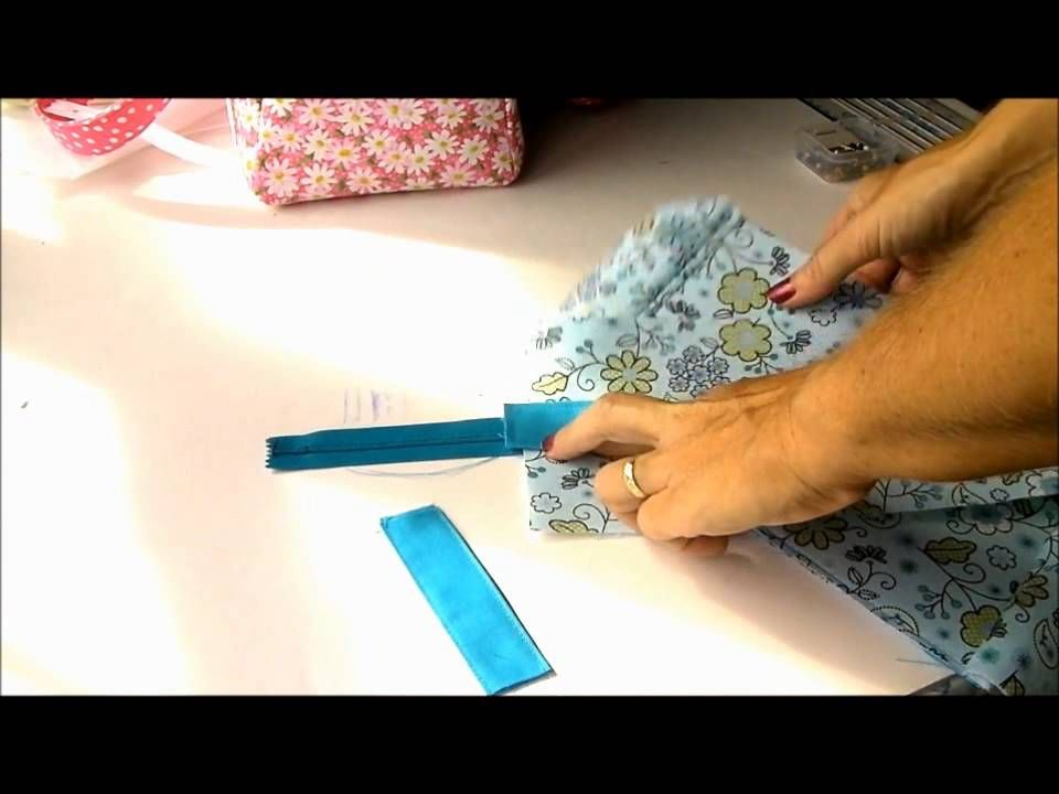 http://so-sew-easy.com/carry-all-bag-pattern/ Sewing instructional ...