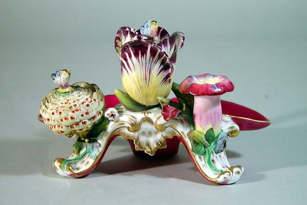 An English Porcelain inkwell with tulip, Circa 1830-40