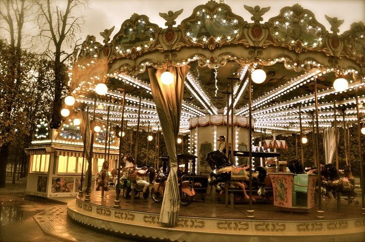 Old Carousel | add a vintage Old Carousel to your glamours vintage wedding