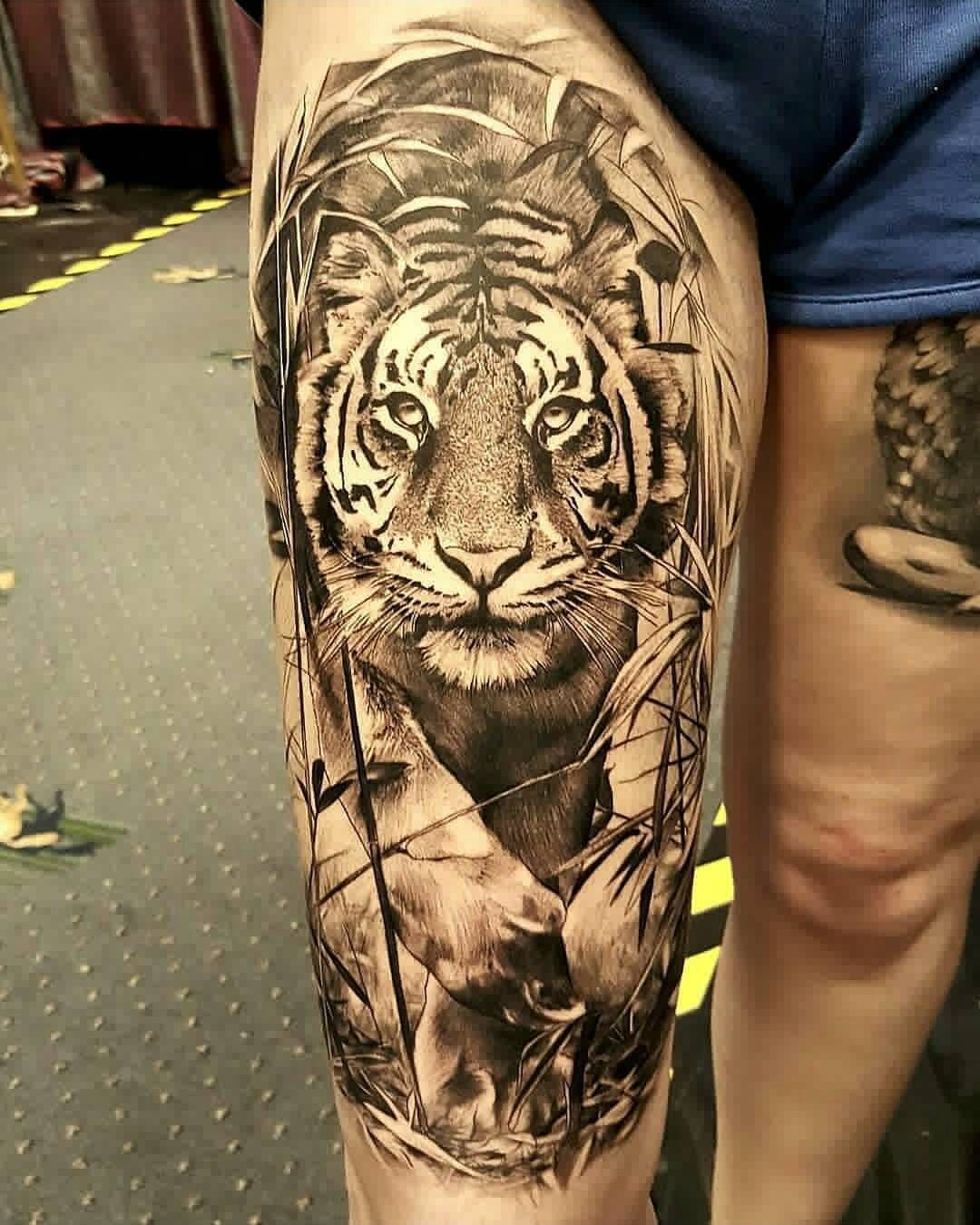 Tatouage Realiste By Luke Sayer Tattoo Tiger Tattoo Tattoos Et