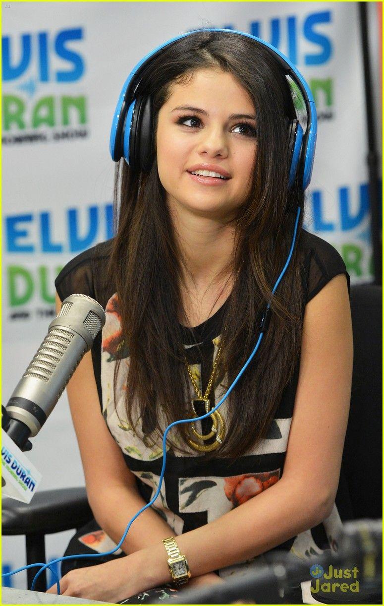Blue apron elvis duran - Selena Gomez Z100 Radio Visit 27 Selena Gomez Poses With Radio Host Elvis Duran In