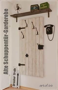 alte schuppent r garderobe old door wardrobe zuhause. Black Bedroom Furniture Sets. Home Design Ideas