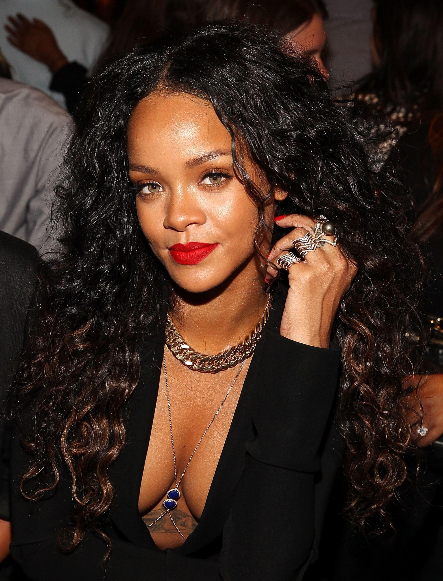 20 Easy Ways To Wear Long Hair Rihanna Curly Hair Long