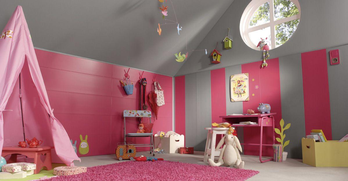 Rythmes verticaux et horizontaux avec des lambris PVC rose et gris