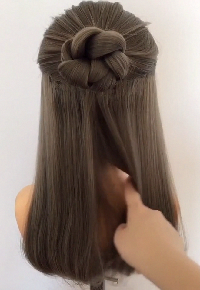A Very Simple And Beautiful Lady S Medium And Long Hairstyle I Have Provided A Short Hairstyle Video For Mor Easy Hairstyles Very Easy Hairstyles Hair Styles