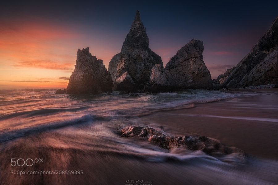 Ursa - A great evening in Praia da Ursa photographing in the company of Juan Pablo de Miguel and Clara Gamito. It was worth going down and up the cliff to know this place. And we went through the easy pathh I want to imagine how to get there going down the hardest routes.  Taken with Lucroit HQ filters.  Better quality https://goo.gl/fBE7WS