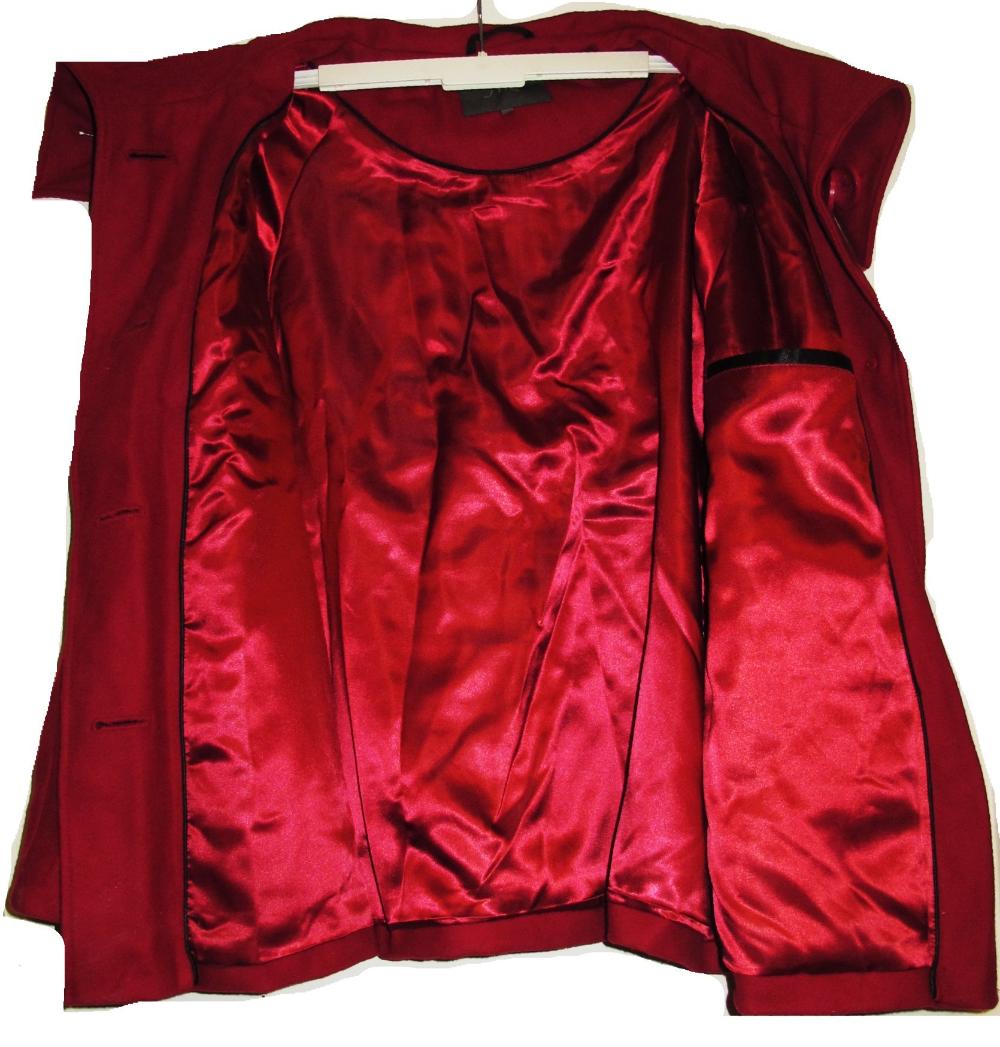 Supersöt ljuvlig vinröd ull kort kappa jacka stor utsvängd