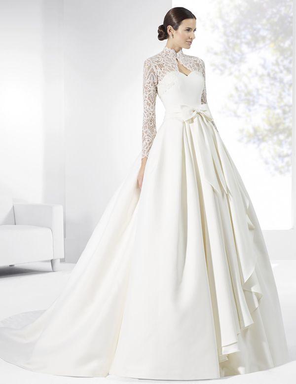 vestidos de novia con falda amplia y mangas de tul bordado. | trajes