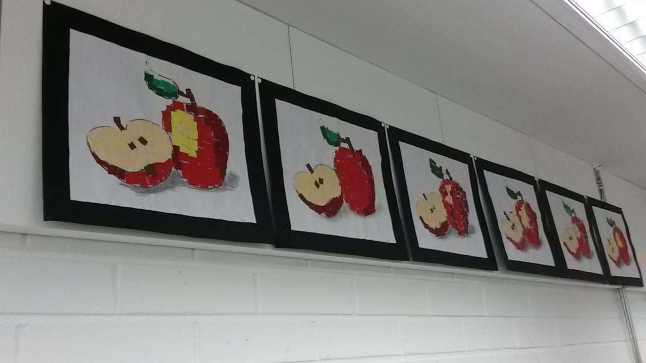 Alakoulun aarreaitta FB: Noora Kaartti: Mosaiikkiomenoita 3. luokkalaisten tekemänä. Paperisilppu on liimattu netistä tulostetun omenan päälle.  Tulostin A3-paperille haalealla mustavalkosävyllä. Lapset leikkasivat paperit viiden hengen ryhmissä niin, että jokainen leikkasi yhtä väriä kaikille ryhmän jäsenille. Silput koottiin väreittäin pilttipurkkiin ja olivat yhteisesti ryhmän käytössä.