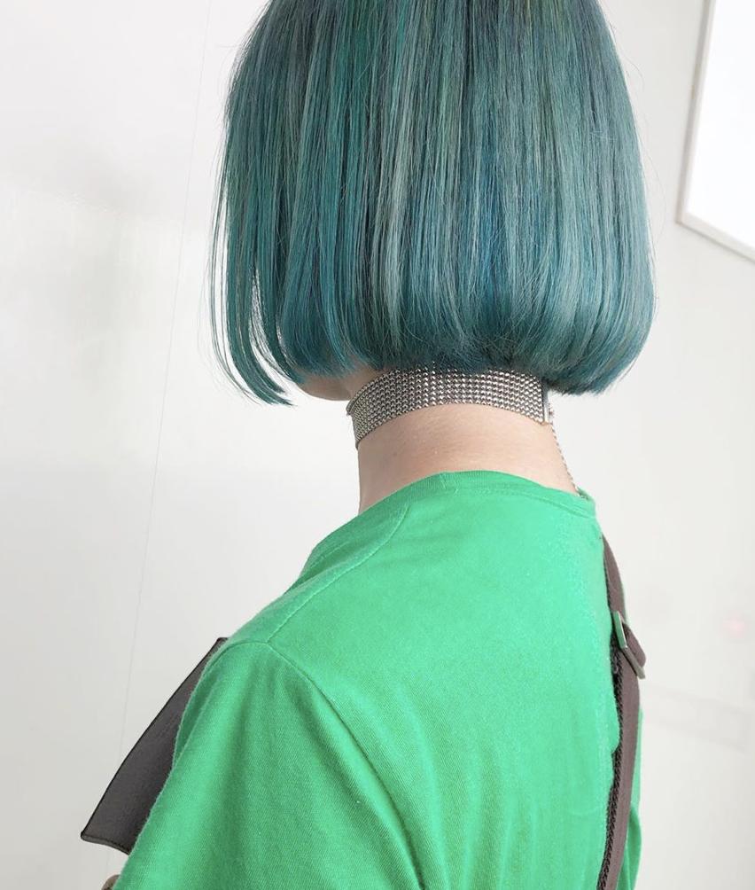 緑 グリーン 個性 奇抜 派手髪 ボブ 切りっぱなし 外国人風 透明感
