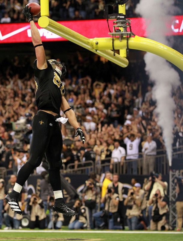 Jimmy Graham Slam Dunk Who Says Basketball Players Can T Handle Football Yeah Jimmy New Orleans Saints Play Soccer Jimmy Graham