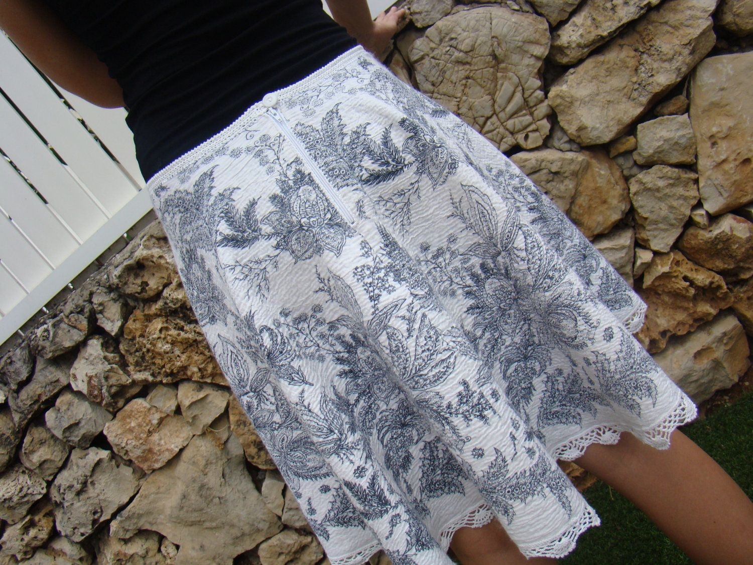 White Skirt With Black Flowers And Crochet Pattern 15900 Via
