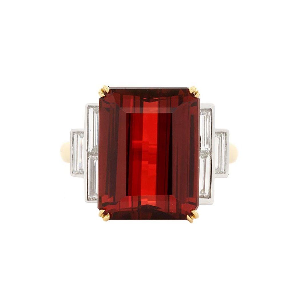 Two-Color Gold, Spessartite Garnet and Diamond Ring - Yellow & white gold, one emerald-cut spessartite garnet ap. 12.25 cts., 6 baguette diamonds ap. 1.00 ct.