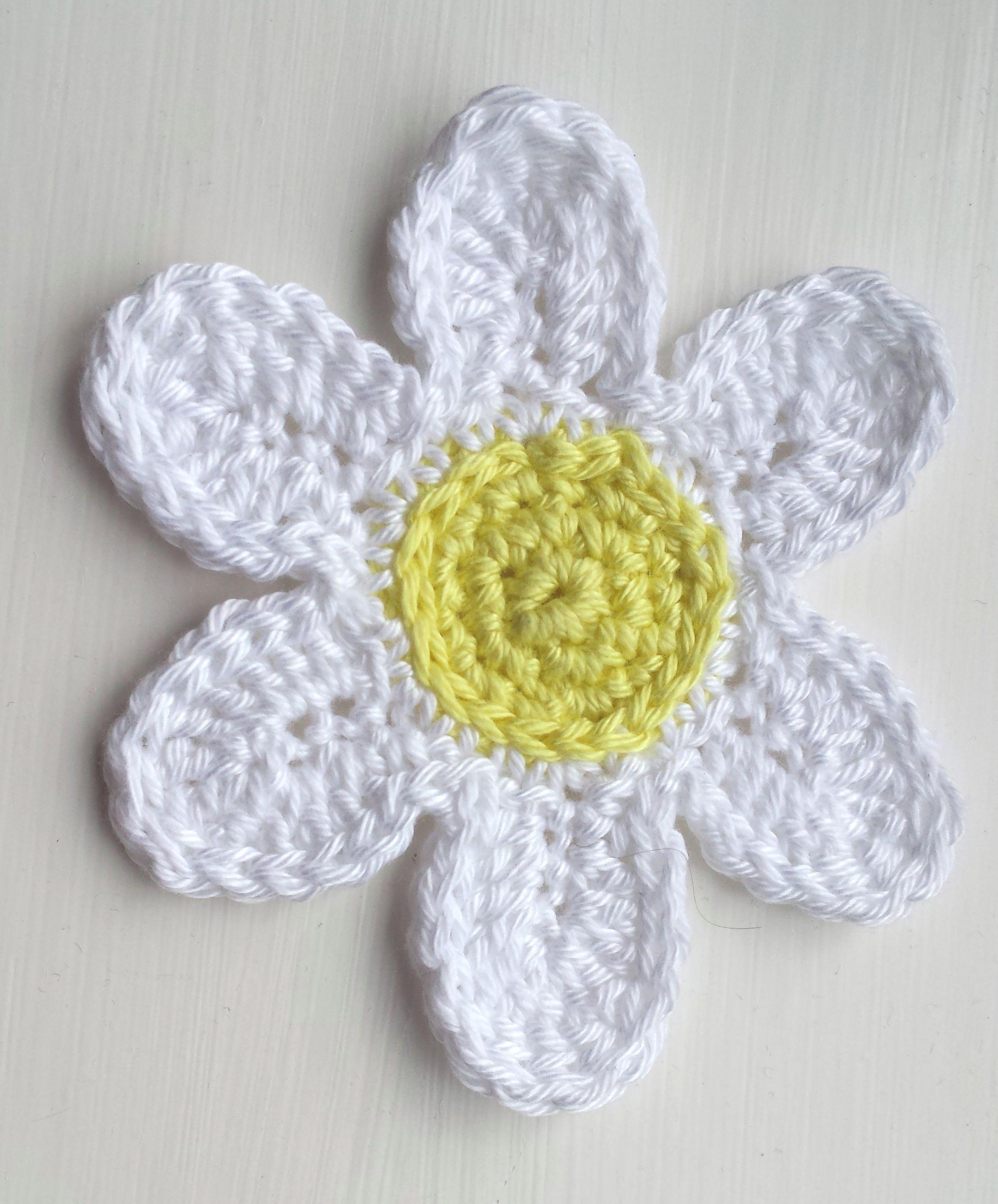 Six petal crochet daisy find pattern along with the eight petal crochet flowers bankloansurffo Gallery