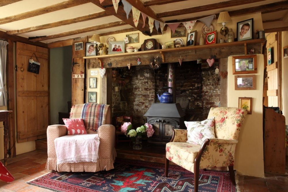 English country living room with beamed ceiling. | Country ...