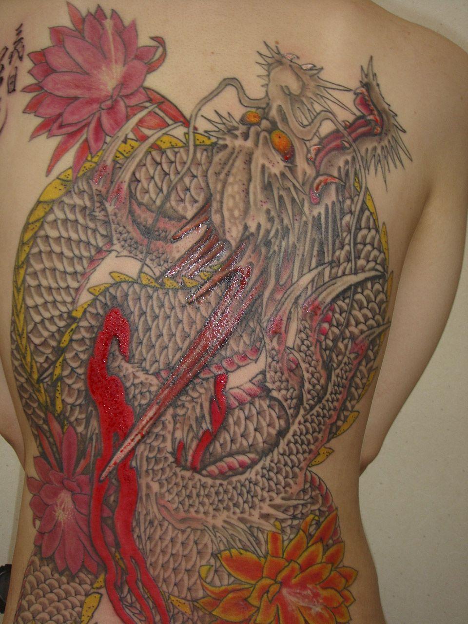 Obra de tatuaje Irezumi de espalda completa del maestro Horiyoshi.