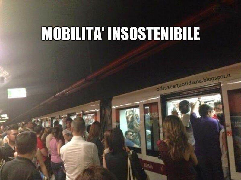 """Sabato sera ore 20.19 un grido di dolore dalla Metro A """"Ne ho aspettate solo 5. Che faccio entro?"""" (@chiaraxlan) Massì, ma che ce frega della gente che esce il sabato sera...Cazzo e la Metro A era l'unica linea che ancora funzionava. Un pò"""