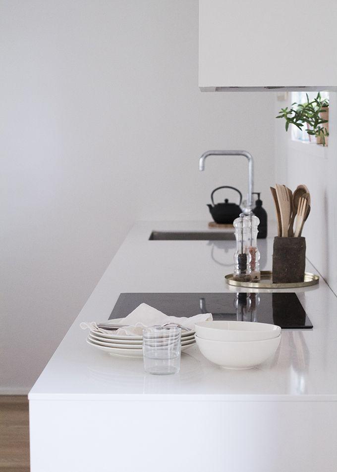 Kitchen Kvik Mano, walls Farrow \ Ball Strong White toekomst