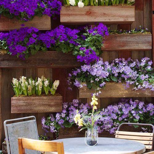 Jardineras de madera decoradas con plantas decoracion en exteriores pinterest gardens and - Plantas para jardineras exteriores ...