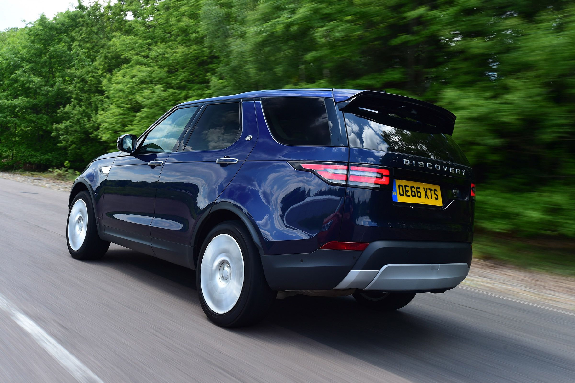 Punchy Six Cylindersel Land Rover Discovery Suv Arrives On British Roads But How