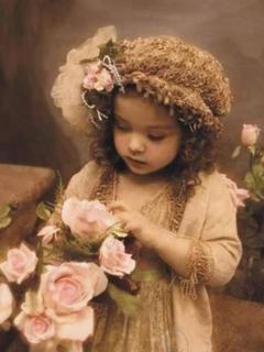 Малышка с розами
