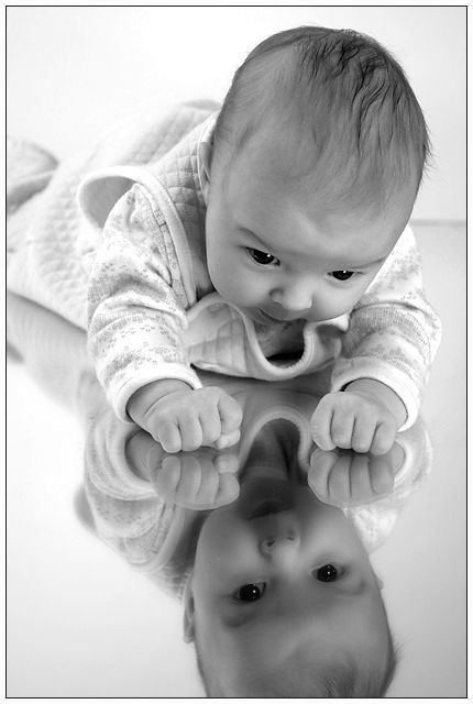 newborn mirror reflection photography