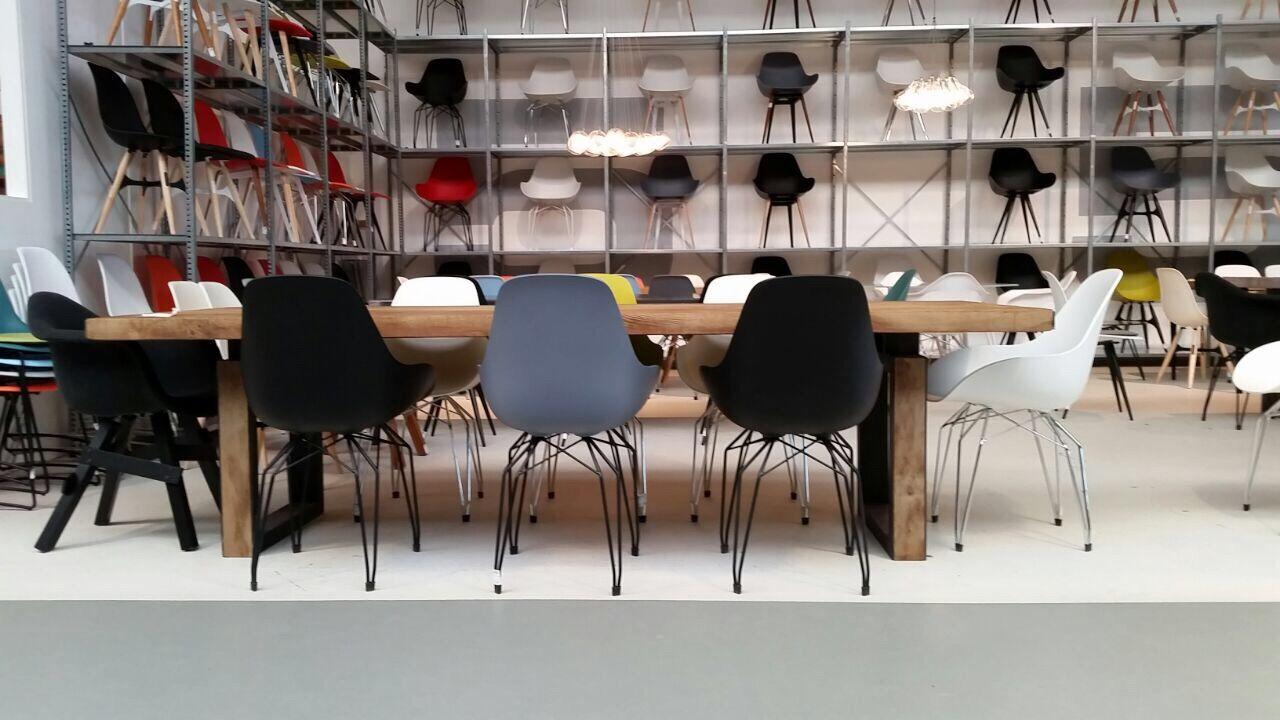 Design Stühle in verschiedenen Ausführungen und Farben neu bei richhome zu bekommen.