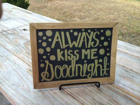 Never forget to tell your hunny how much you love them. Always kiss me goodnight is a reminder that every couple should remember. 8.5x11.5 solid #chalkboard #chalkart #alwayskissmegoodnight