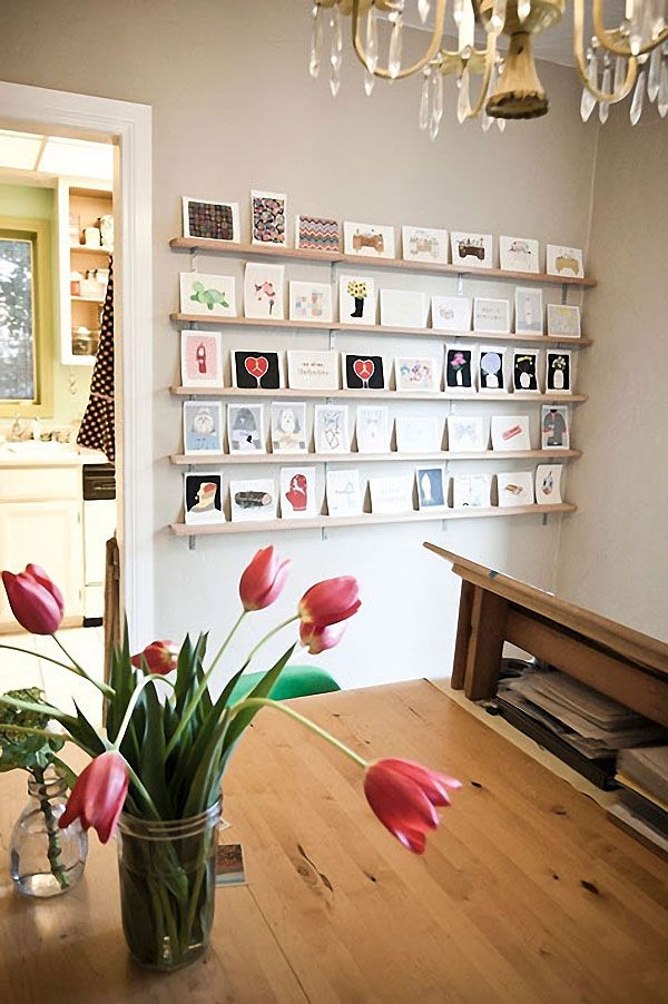 20 cool ideas to display unframed photo and postcards on walls prints on wall