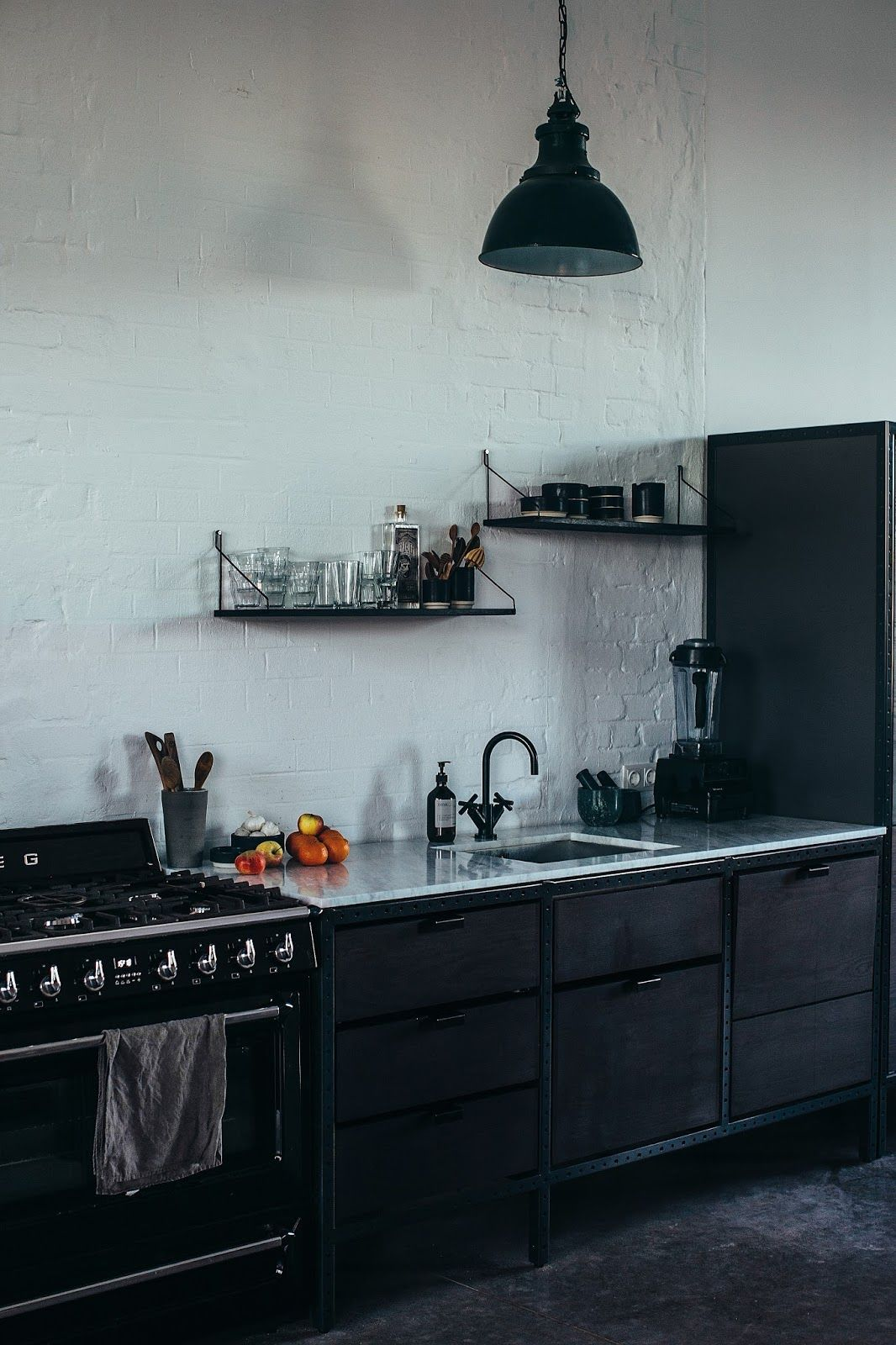 Frama : Design minimaliste sur fond de patine | Studio, Kitchens and ...