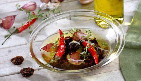 Aceite de tomates secos, ajos y guindilla