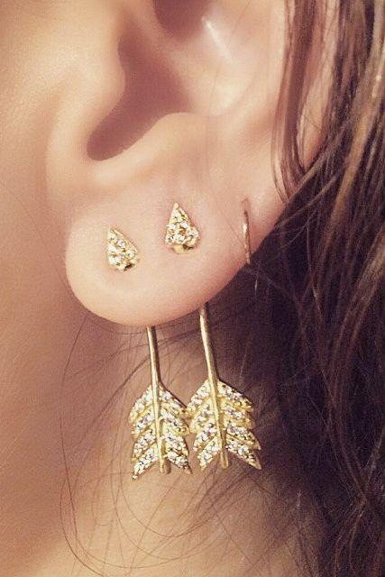 Arrow earrings | #lyoness | Shop now: https://www.lyoness.com/branche/shoes-bags-accessories