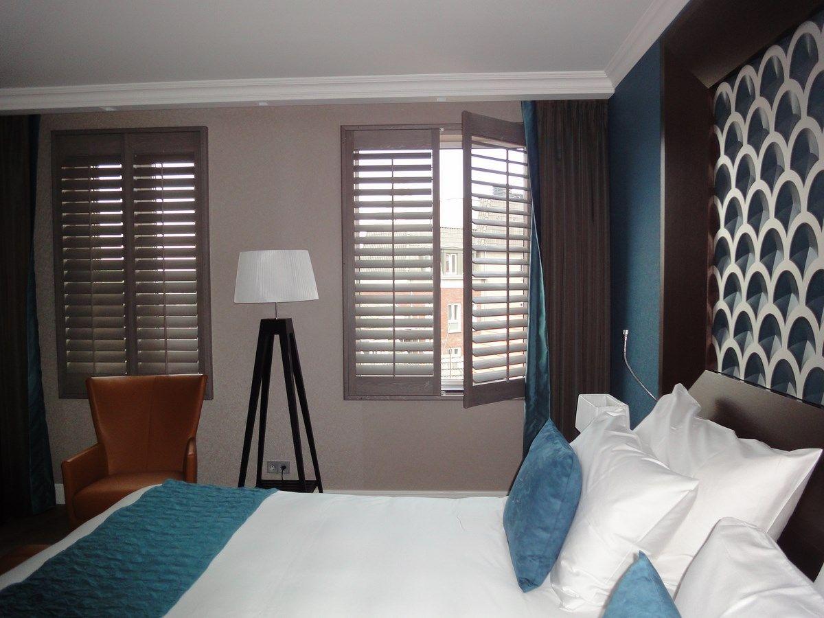 Jasno shutters hotel hotelzimmer pinterest salons
