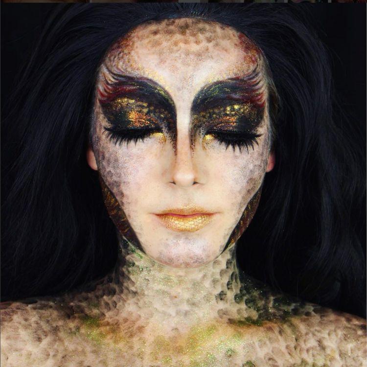 Halloween Make Up Drachen Augen Lippen Dekoltee Schwarz Gold