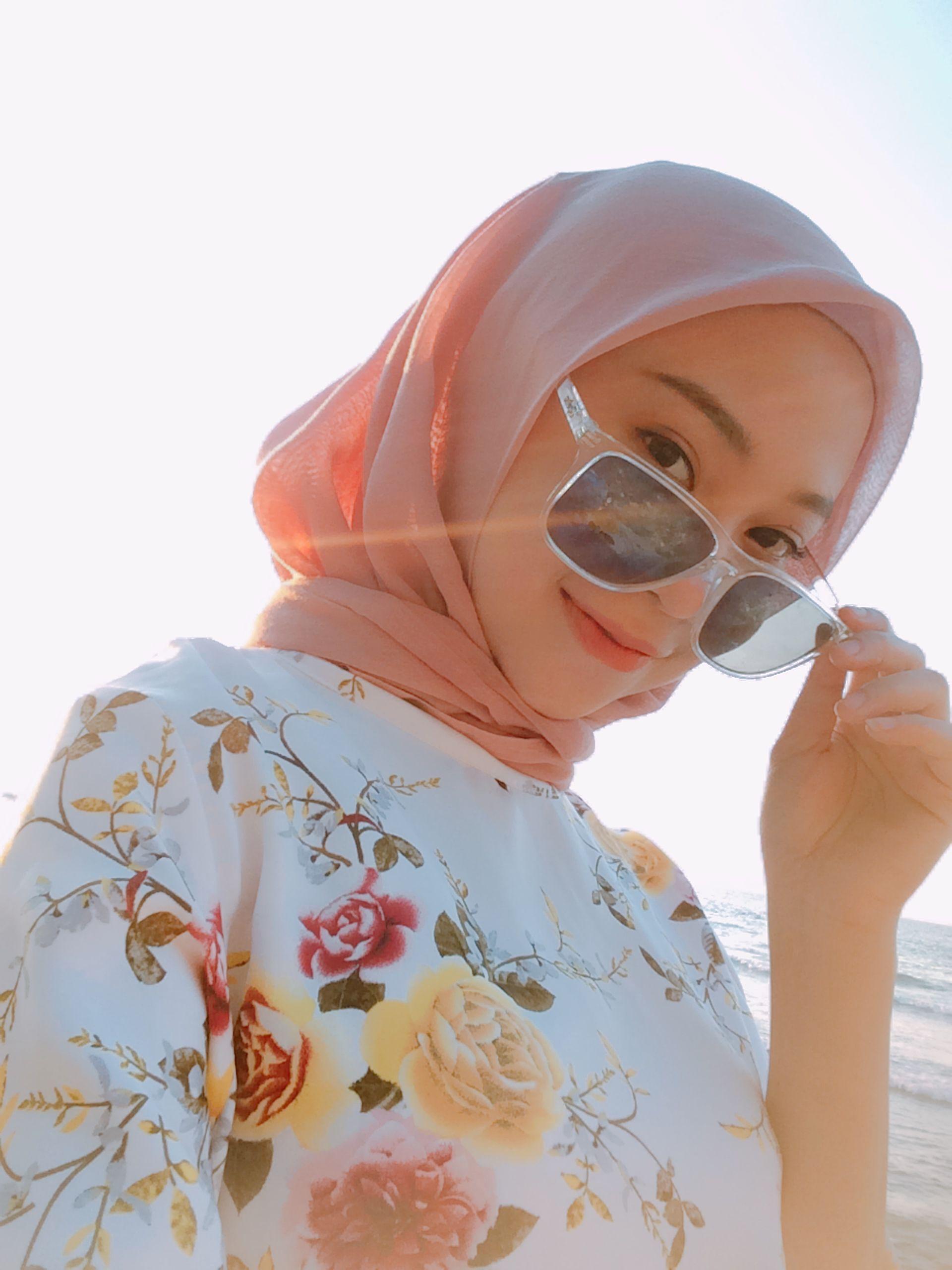 Pin oleh Dini Hadhinati di Beach, girl, hijab, muslim