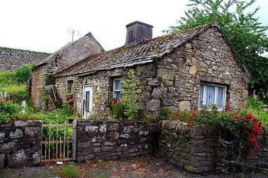 stone cottages irish stone cottage going to run away and live in rh pinterest com