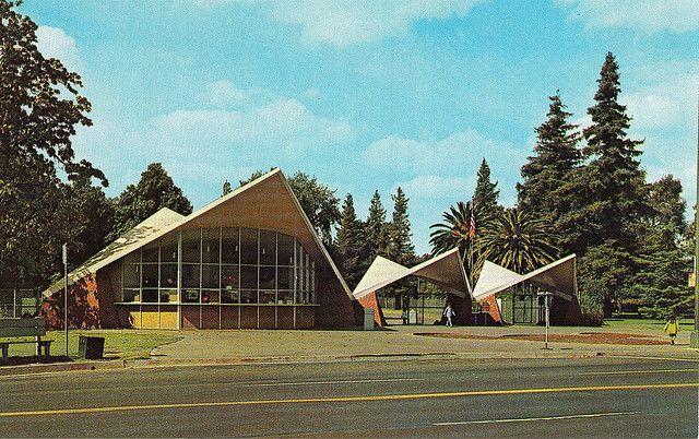 Gateway To The William Land Park Zoo Sacramento Ca Sacramento Zoo Mid Century Modern House Midcentury Modern
