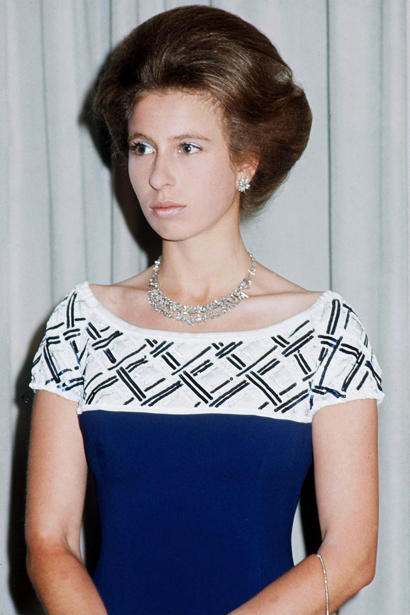Princess Anne's Stylish Life in Photos em 2020 Princesa