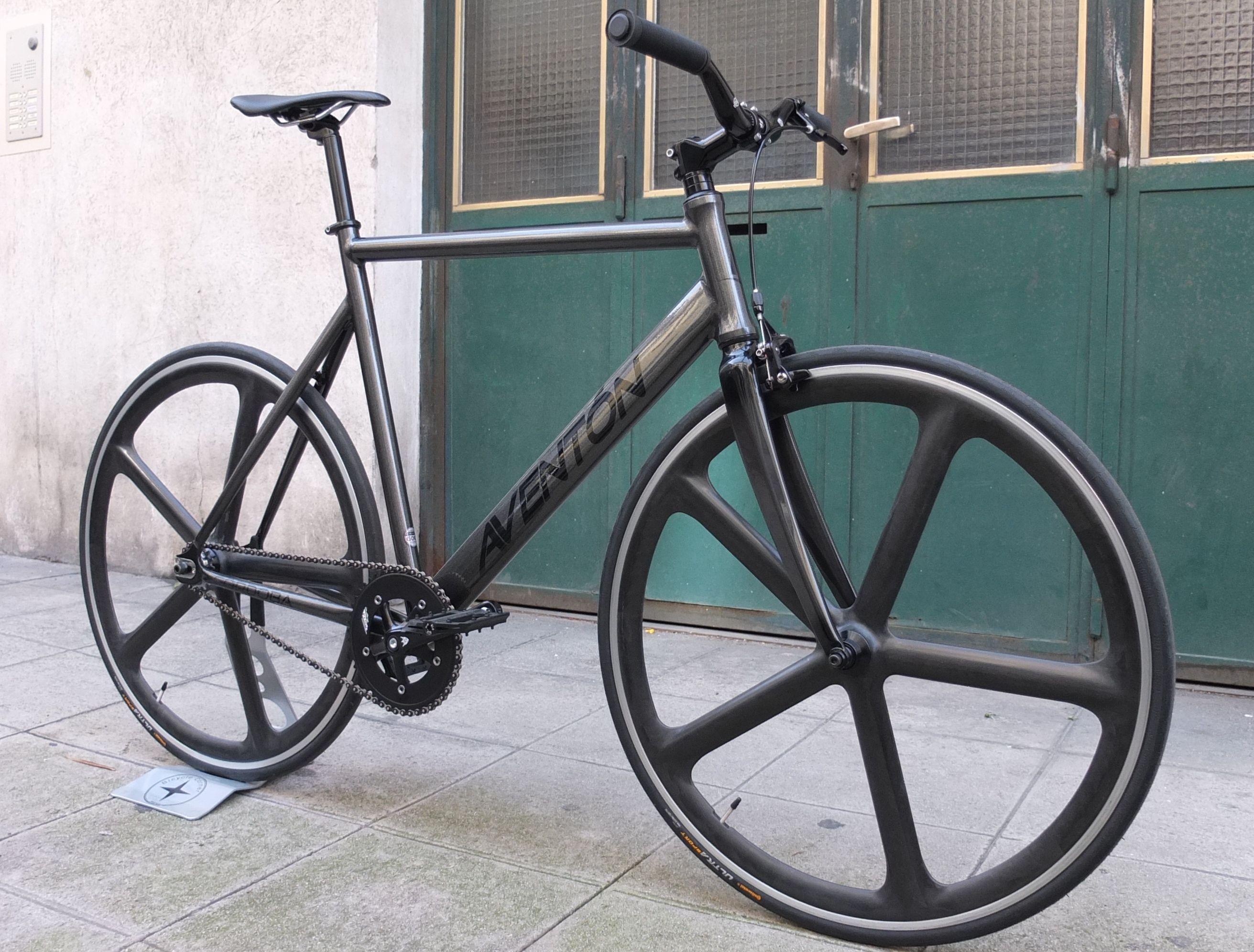 Montage fixie by Bicycle Corner sur cadre Aventon Cordoba, roues Aerospoke #fixedgear #fixie #bicycle #trackbike #Nice #singlespeed #fixed #pignon fixe #bicyclette #vélo #roue libre #Aventon #Cordoba #Aerospoke