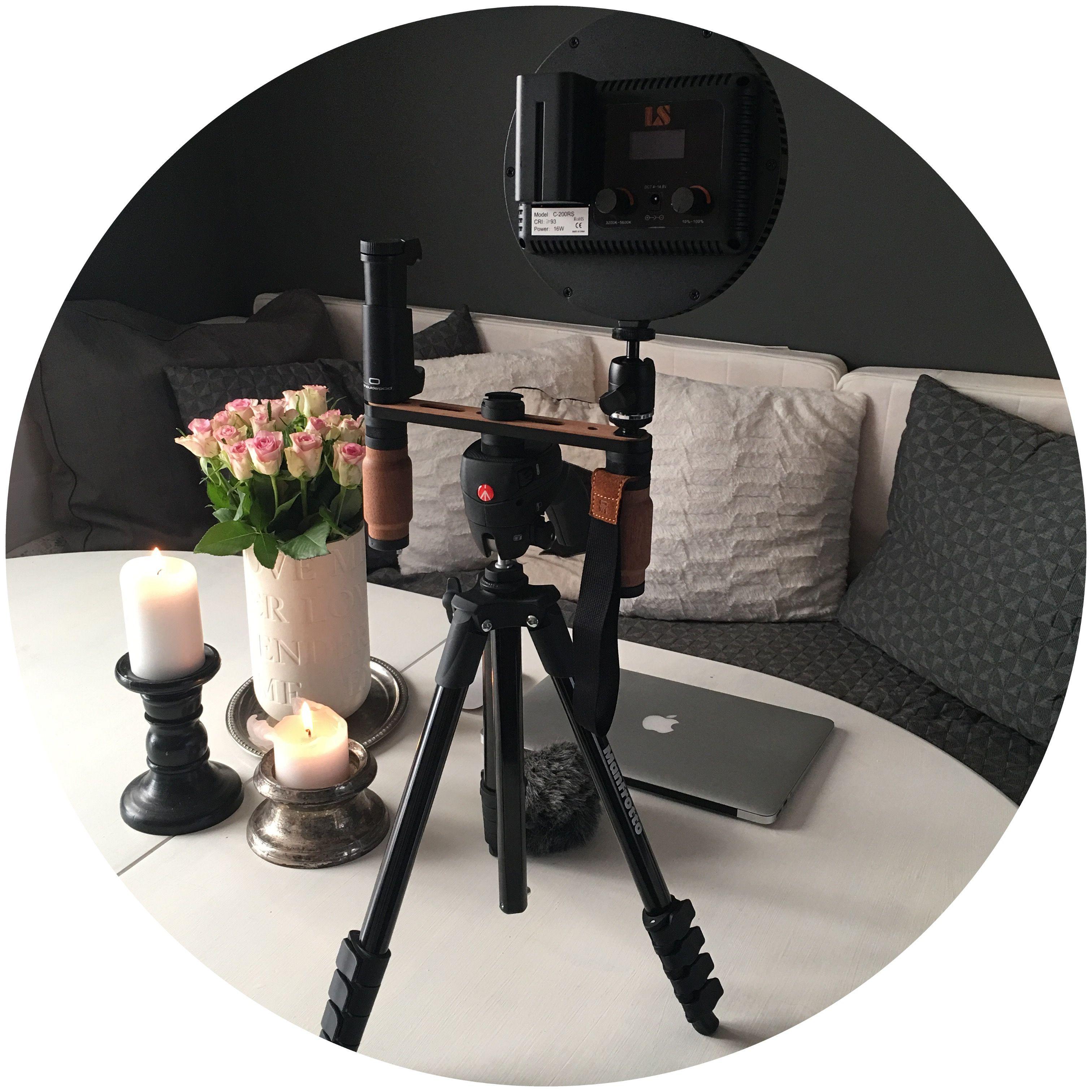 Når der skal optages video, skal foto-udstyret frem. Jeg laver videopræsentationer for mine kunder, og skal du bruge hjælp, så tøv ikke med at kontakte mig.  Anja fra Social Media by Heart. Sendmail@socialmediabyheart.dk