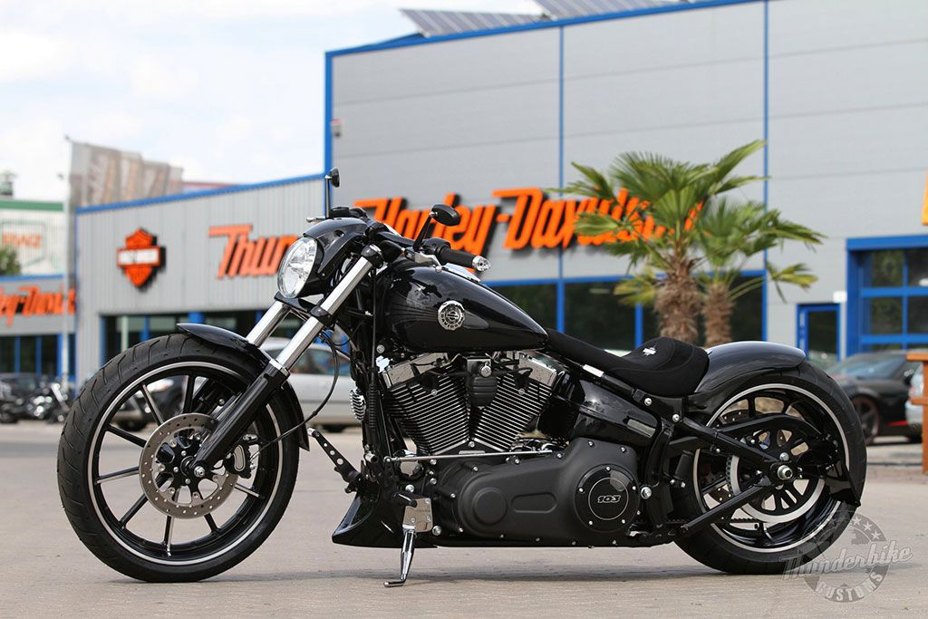 Customized Harley-Davidson Breakout by Thunderbike Customs Germany