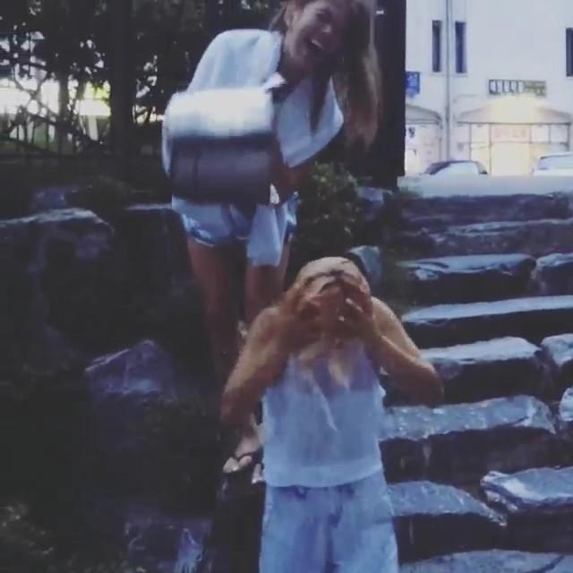 """後ろいる人がヒョヨンだったの?! http://instagram.com/p/r6p0ACkq7Y/ """"  ほんとだwww 爆笑してるwatasiwahyo"""