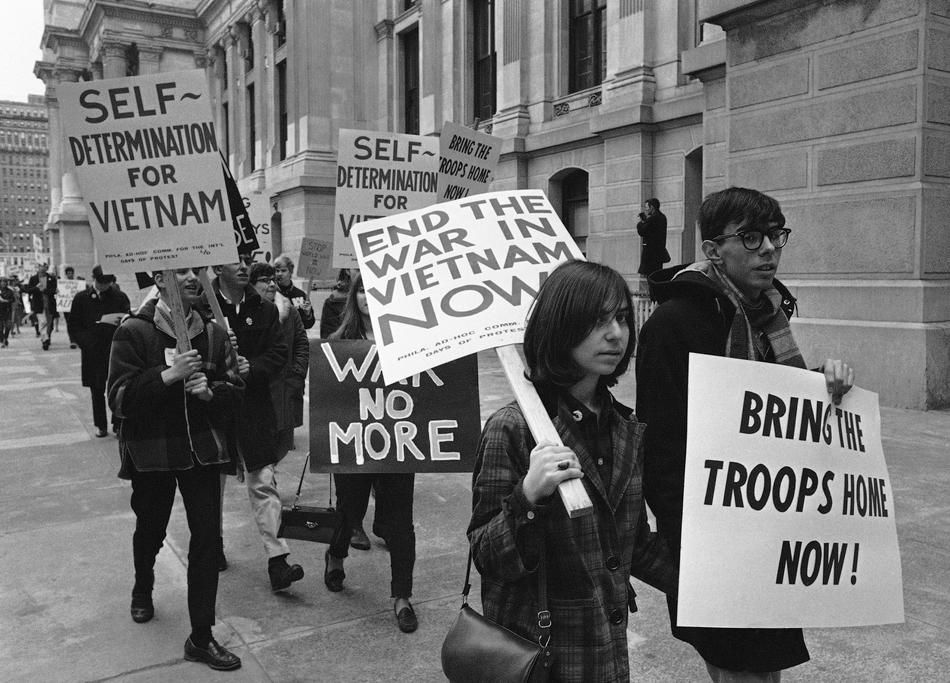 Protesters Demonstrating Against The Vietnam War As They March Through Downtown Philadelphia Pa March 26 1966 Vietnam War Anti War Vietnam