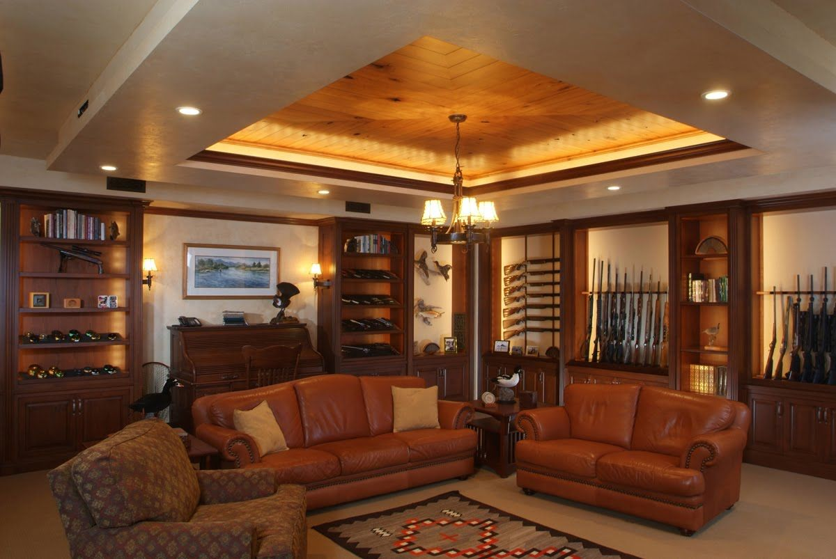another hunting room & armory | Casas