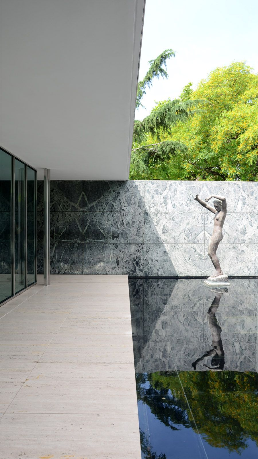 Barcelona Pavilion by Mies Van der Rohe. Photograph by @Jennifer Marshall